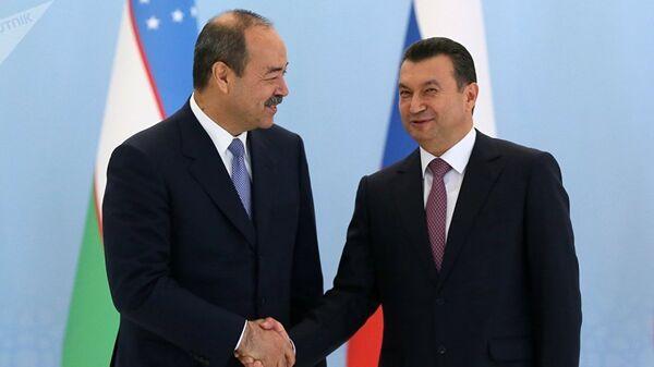 Премьер-министры Узбекистана и Таджикистана Абдулла Арипов и Кохир Расулзода - Sputnik Таджикистан