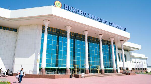 Главный вход в Аэропорт города Бухары, архивное фото - Sputnik Таджикистан