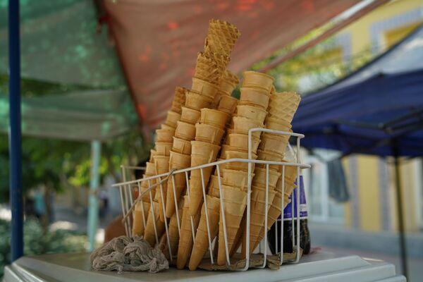 Вафельные стаканчики для мороженого, архивное фото - Sputnik Таджикистан