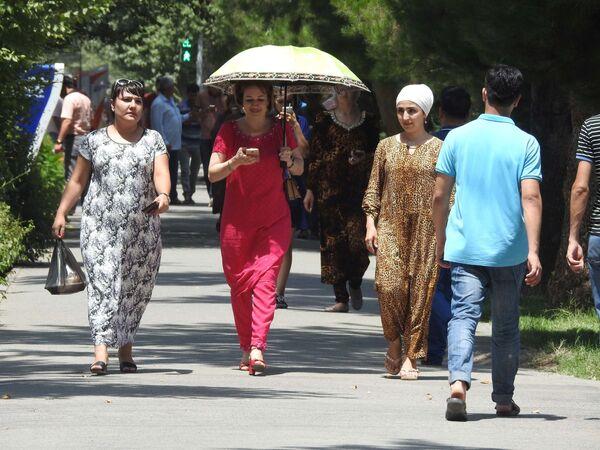 На улице в городе Душанбе, архивное фото - Sputnik Таджикистан