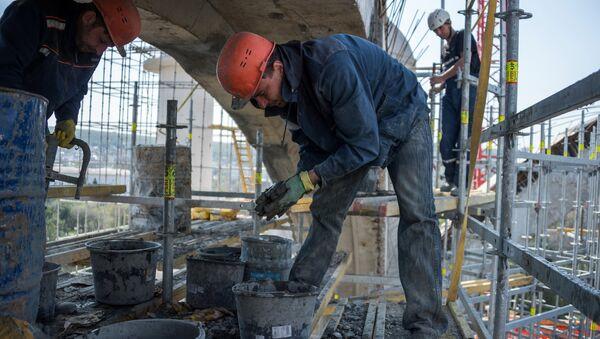 Рабочие во время строительства, архивное фото - Sputnik Тоҷикистон