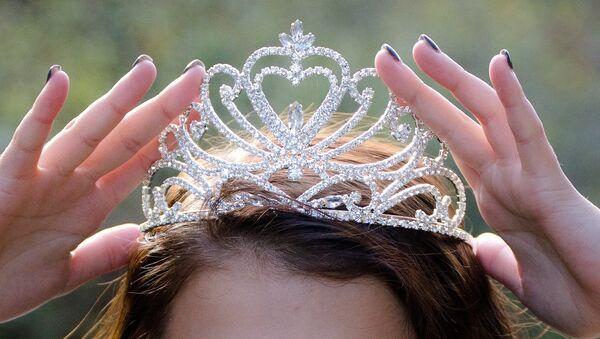 Корона победительницы конкурса красоты, архивное фото - Sputnik Таджикистан