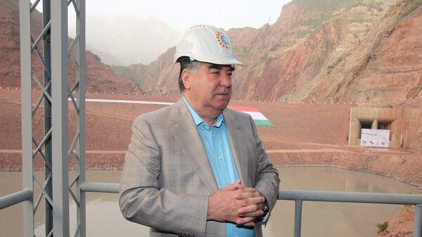 Президент Эмомали Рахмон и премьер проинспектировали строительство Рогунской ГЭС - Sputnik Тоҷикистон