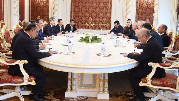 Эмомали Рахмон встретился с председателями организации Salini Impregilo Пиетро Салини - Sputnik Таджикистан