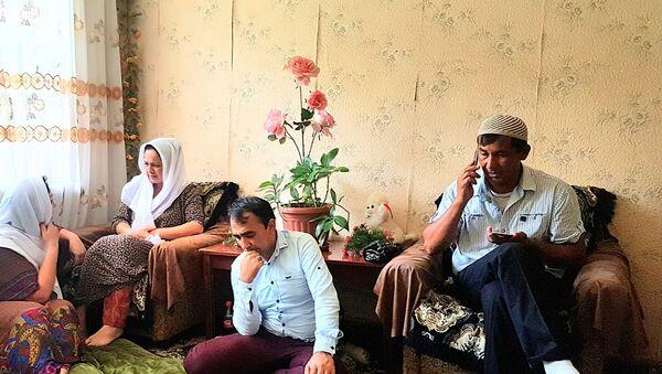 Таджикистанцы оказали помощь семье Хувайды - Sputnik Тоҷикистон