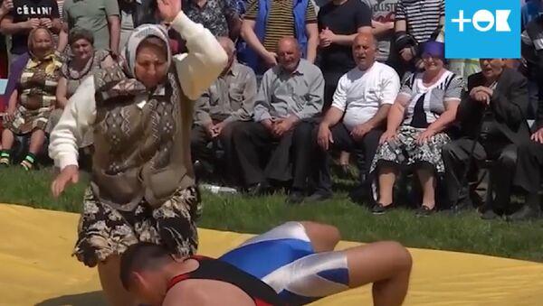 Эта бабушка готова порвать за своего внука - Sputnik Таджикистан