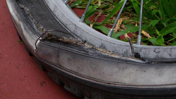 Поврежденное велосипедное колесо, архивное фото - Sputnik Таджикистан
