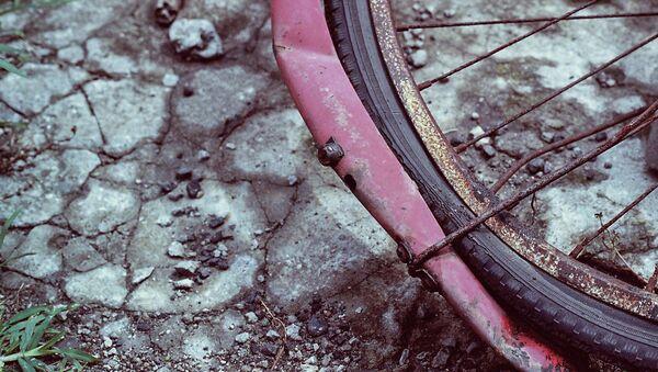 Сломанный велосипед, архивное фото - Sputnik Тоҷикистон