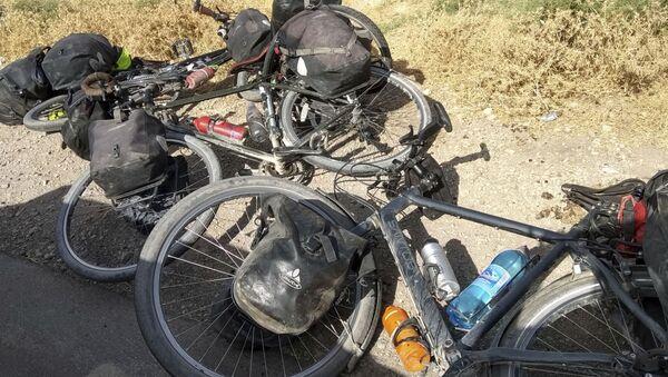 Велосипеды туристов, которых сбили в Таджикистане. 29 июля 2018 года - Sputnik Таджикистан