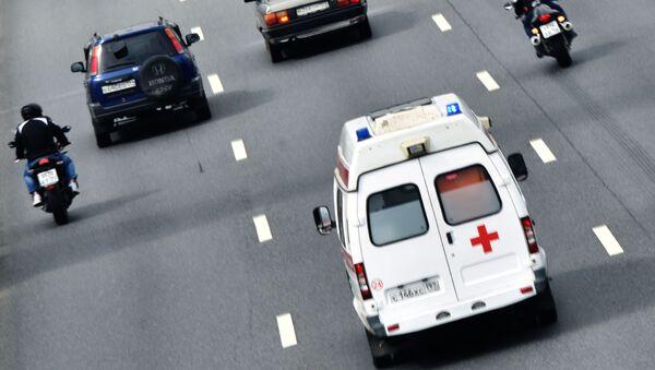 Автомобиль скорой помощи на дороге, архивное фото - Sputnik Таджикистан