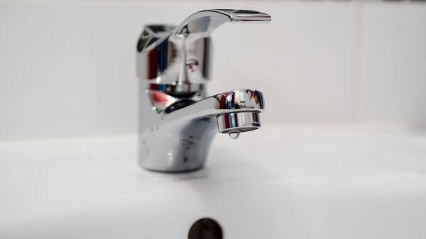Кран в ванной комнате, архивное фото - Sputnik Тоҷикистон