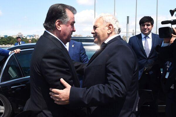 Встреча Эмомали Рахмона со спикером парламента Азербайджана Октай Сабир оглы Асадов - Sputnik Таджикистан