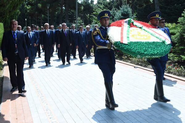 Президент Таджикистана в Баку - Sputnik Таджикистан