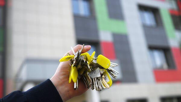 Связка ключей от квартир многоэтажного жилого дома, архивное фото - Sputnik Тоҷикистон
