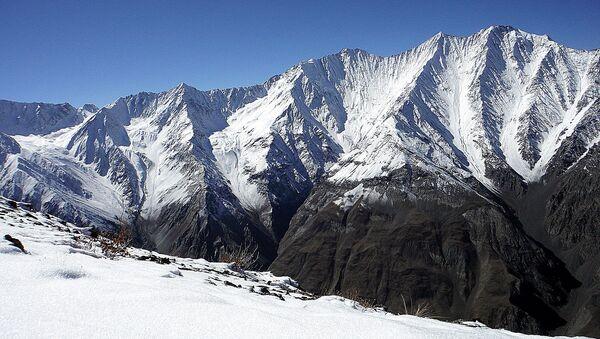 Горы в Таджикистане. Архивное фото - Sputnik Таджикистан