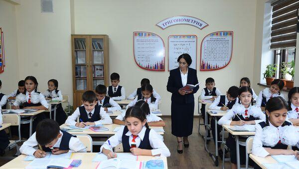 Ученики школы в Душанбе - Sputnik Таджикистан