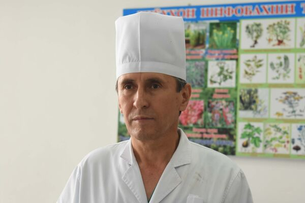 Лечащий врач пострадавших альпинистов в Таджикистане - Sputnik Таджикистан