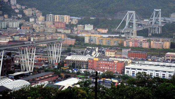 Обрушившийся мост Моранди в итальянском городе Генуе 14.08.2018 - Sputnik Таджикистан
