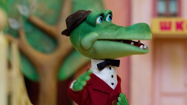 Куклы – персонажи Крокодил Гена и Чебурашка из серии мультфильмов про Чебурашку в музее Союзмультфильма (рекадрированный), архивное фото - Sputnik Таджикистан