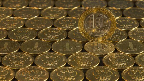 Монеты достоинством 10 рублей, архивное фото - Sputnik Таджикистан