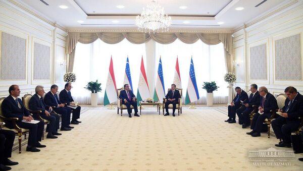 Встреча Эмомали Рахмона с Президентом Республики Узбекистан Шавкатом Мирзиёевым - Sputnik Тоҷикистон
