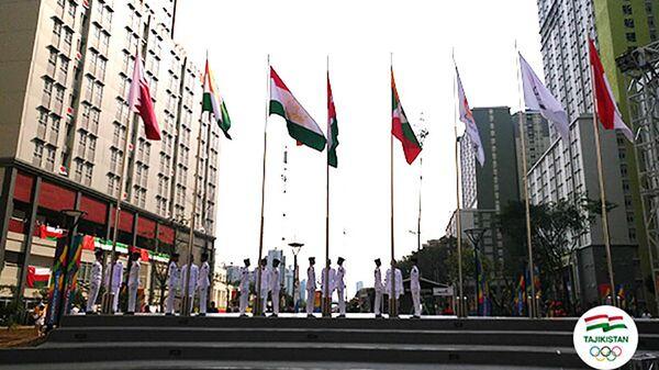 Азиатские игры-2018: в олимпийской деревне подняли флаг Таджикистана - Sputnik Тоҷикистон