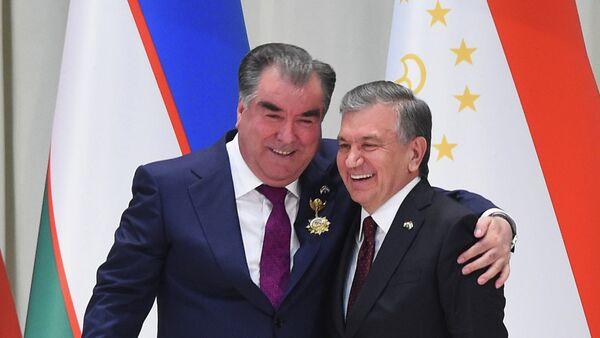 Президент Таджикистана Эмомали Рахмон и глава Узбекистана Шавкат Мирзиёев - Sputnik Таджикистан