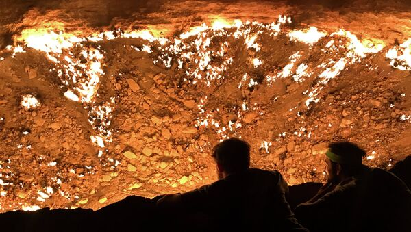 Газовый кратер Дарваза в Туркменистане - Sputnik Таджикистан