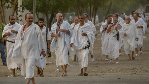 Мусульмане совершающие хадж в Саудовской Аравии, архивное фото - Sputnik Таджикистан