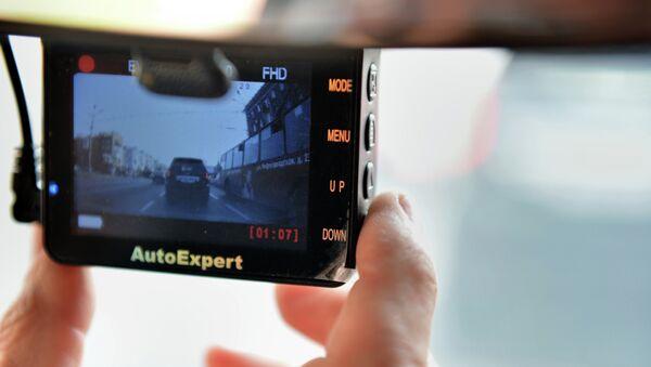 Видеорегистратор в автомобиле, архивное фото - Sputnik Таджикистан