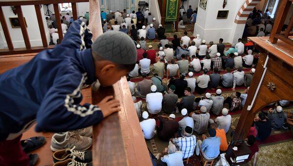 Мусульмане в мечети, архивное фото - Sputnik Таджикистан
