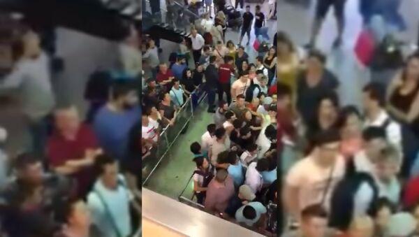Сотни узбекистанцев в массовом порядке покидают Турцию - Sputnik Тоҷикистон