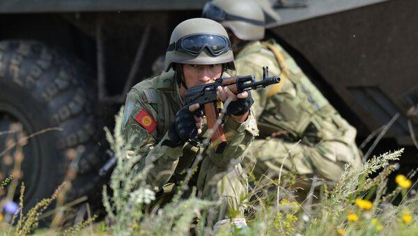 Военнослужащие Кыргызстана участвуют в совместном военном антитеррористическом командно-штабном учении вооруженных сил государств–членов ШОС Мирная миссия – 2018 на полигоне в Чебаркуле - Sputnik Таджикистан