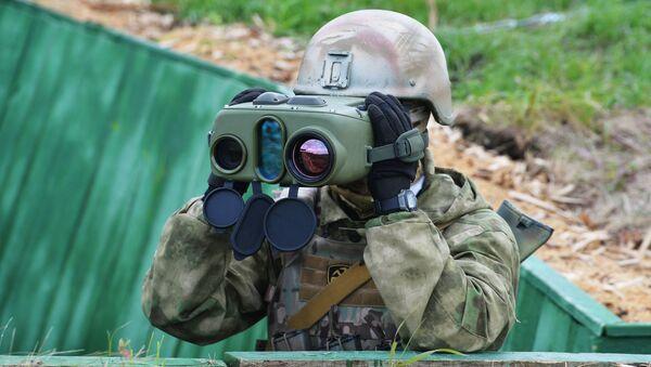Военнослужащий на совместном военном антитеррористическом командно-штабном учении вооруженных сил государств – членов ШОС Мирная миссия – 2018 на полигоне в Чебаркуле - Sputnik Таджикистан