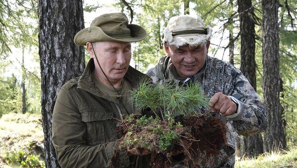 Президент РФ В. Путин провел выходные в Тыве - Sputnik Таджикистан