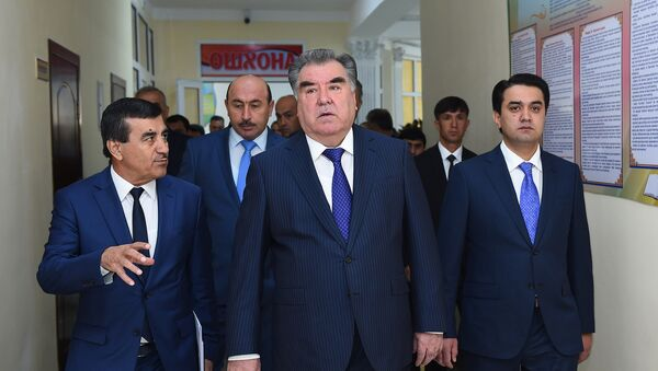 Президент Республики Таджикистан Эмомали Рахмон открыл новую школу в Душанбе - Sputnik Тоҷикистон