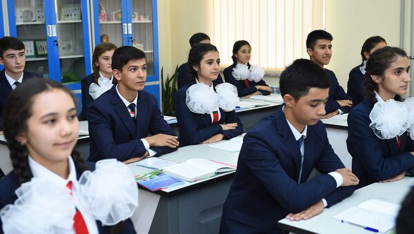 Школьники на уроке, архивное фото - Sputnik Таджикистан
