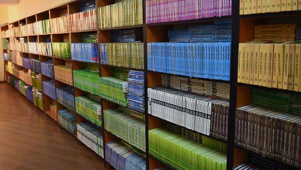 Библиотека новой школы №55 в Душанбе  - Sputnik Тоҷикистон