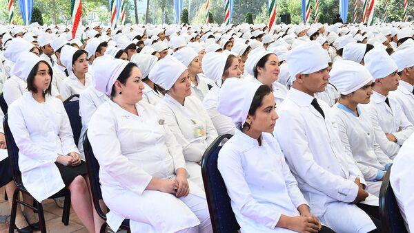Студенты Государственного медицинского университета имени Абуали Ибн Сино / Пресс-служба Президента Республики Таджикистан - Sputnik Таджикистан