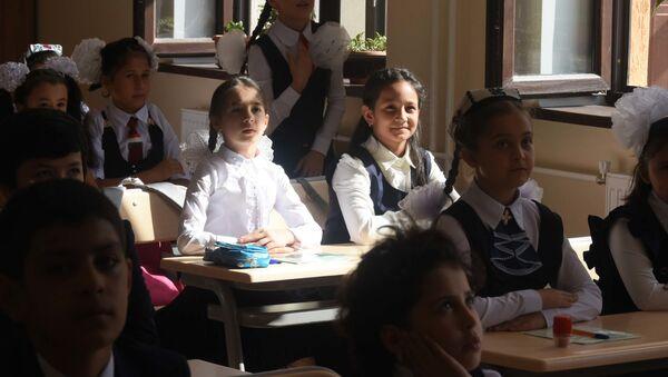 Школьники на уроке в новой школе №31 - Sputnik Таджикистан
