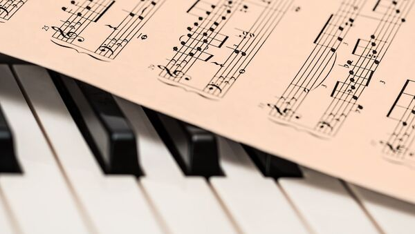 Ноты на клавишах фортепиано, архивное фото - Sputnik Тоҷикистон
