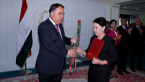 Раджаббой Ахмадзода вручил награду имени Камоли Худжанди в Согде - Sputnik Таджикистан