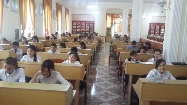 Школьники Худжанда на олимпиаде по русскому языку показали отличные знания - Sputnik Таджикистан
