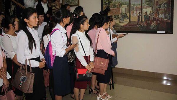 В Калаи Худжанд открылась выставка художников Согда  во дворце Худжанда открылась выставка - Sputnik Тоҷикистон