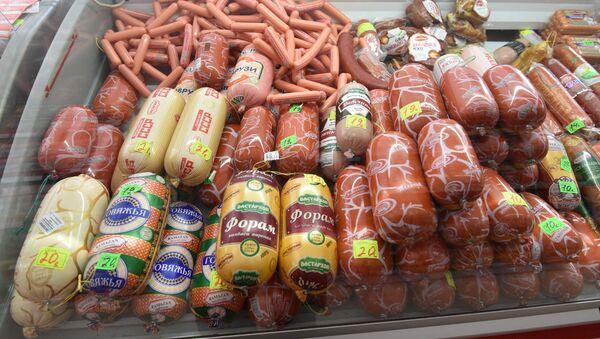 Колбасные продукты в магазине - Sputnik Тоҷикистон