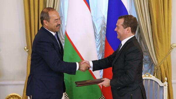 Премьер-министр РФ Д. Медведев встретился с премьер-министром Узбекистана А. Ариповым - Sputnik Таджикистан