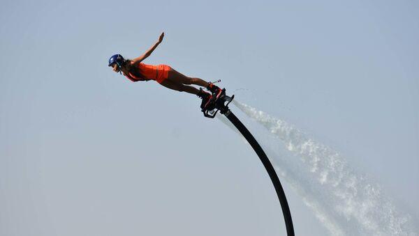 В Душанбе на Молодежном озере показали Flyboard show - Sputnik Таджикистан