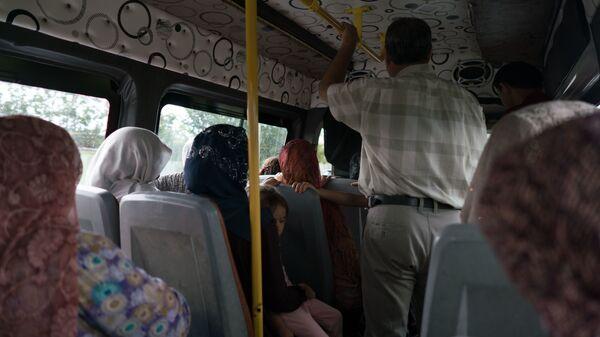 Пассажиры в маршрутке, архивное фото - Sputnik Таджикистан