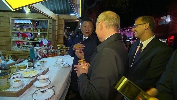 Путин купил сбитень для Си Цзиньпина - Sputnik Таджикистан