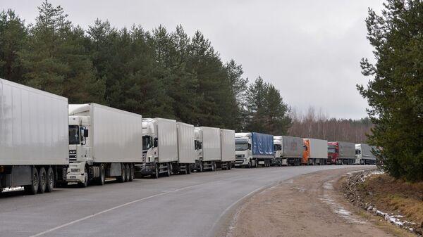 Фуры с российскими номерами скопились на белорусско-литовской границе - Sputnik Таджикистан